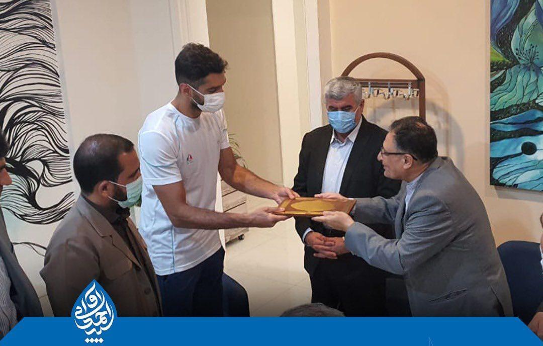 تقدیر سیداحمد آوایی از موسوی والیبالیست دزفولی و پرافتخار تیم ملی